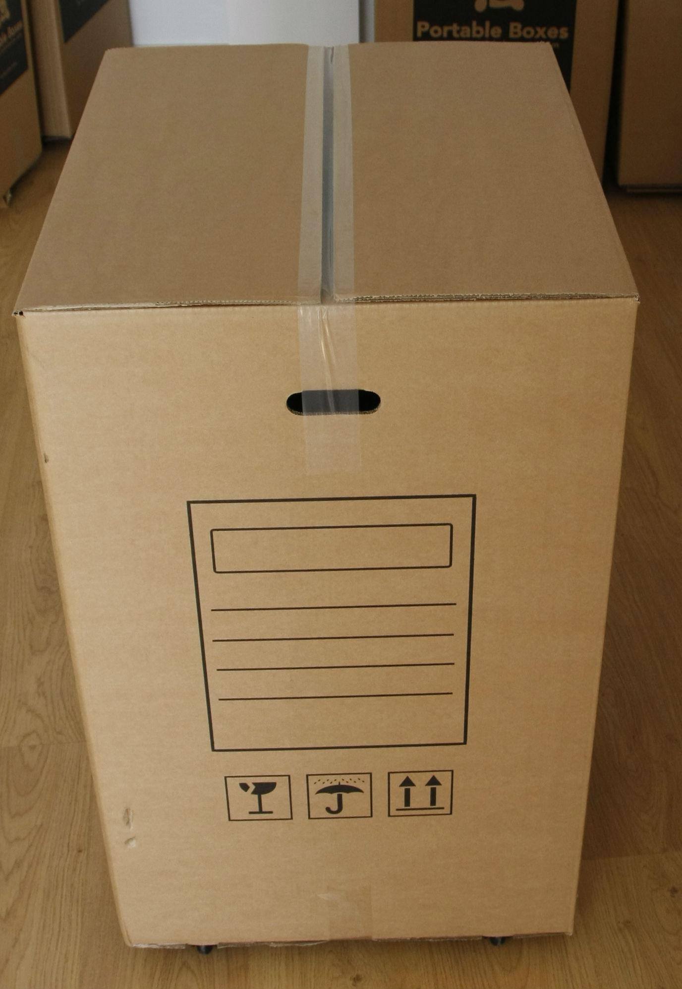 Caja para mudanzas grande con ruedas portable boxes for Cajas de carton para mudanzas